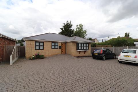 3 bedroom detached bungalow to rent - Hall Farm Road, Benfleet