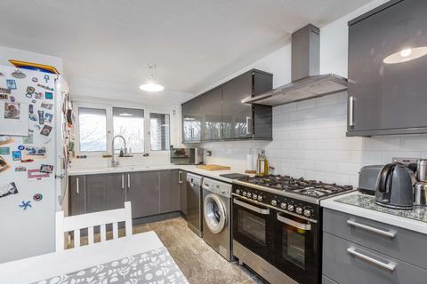 3 bedroom flat for sale - Churchfields Road London