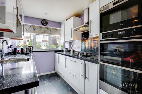 4 bedroom end of terrace house for sale - Grange Avenue, London, SE25