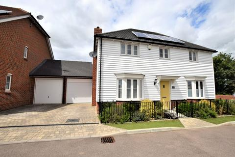 3 bedroom detached house for sale - Lodge Close, Ashford