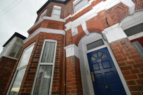 2 bedroom ground floor flat for sale - Plum Lane, London, SE18