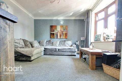 3 bedroom terraced house for sale - Gooshays Drive, Romford