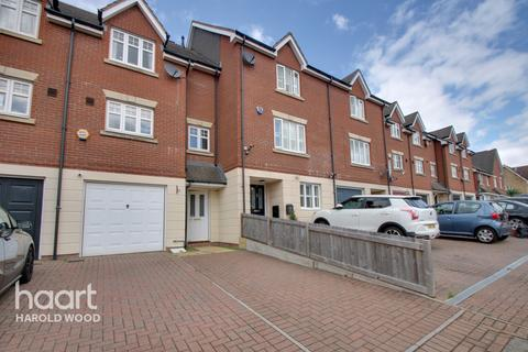 3 bedroom terraced house for sale - Pearcy Close, Romford