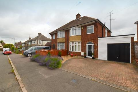 3 bedroom semi-detached house for sale - Graham Gardens, New Bedford Road Area, Luton, Bedfordshire, LU3 1NQ