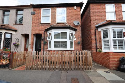 3 bedroom semi-detached house for sale - Malvern Road, Hornchurch
