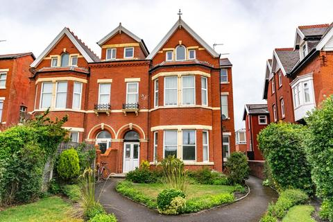 1 bedroom apartment - Clifton Drive South, Lytham St Annes, FY8