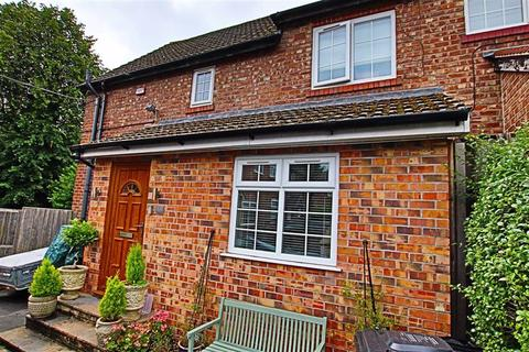 3 bedroom semi-detached house to rent - Barns Place, Hale Barns