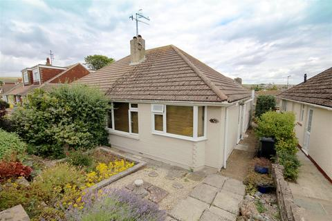 2 bedroom semi-detached bungalow for sale - Oakdene Crescent, Mile Oak, Brighton
