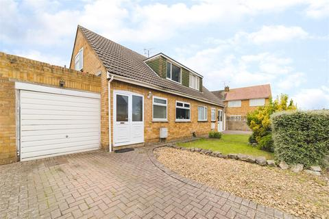 3 bedroom semi-detached house for sale - Winchester Close, Stratton, Swindon, SN3