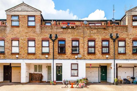 2 bedroom townhouse to rent - Malmesbury Road, London