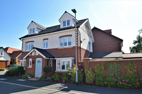 5 bedroom detached house for sale - Bletchley Park Way, Wilmslow