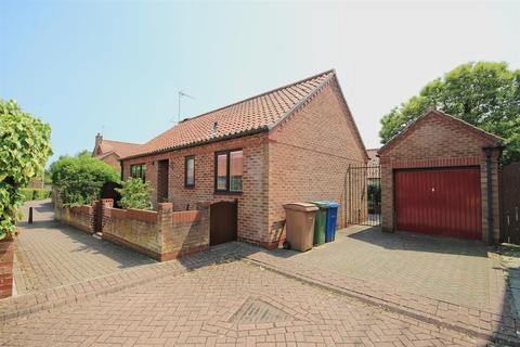 2 bedroom detached bungalow for sale - St Martins Court, Lairgate, Beverley