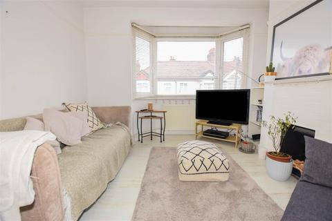 3 bedroom maisonette to rent - Dinton Road, Colliers Wood