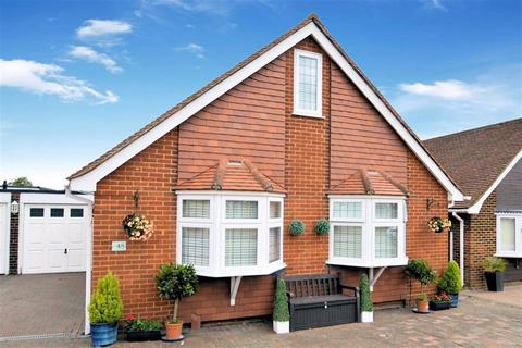 4 bedroom detached house to rent - The Orchards, Epping