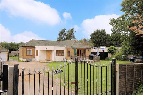 4 bedroom detached bungalow for sale - Wood Green Road, Waltham Abbey