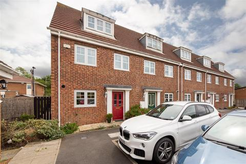 3 bedroom townhouse for sale - Oxford Close, Longbenton NE12