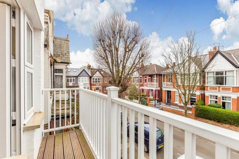2 bedroom house to rent - King Edwards Gardens, London
