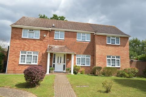 4 bedroom detached house for sale - Gladeside Close, Chessington, Surrey, KT9