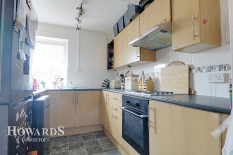 3 bedroom semi-detached house for sale - Europa Road, Lowestoft