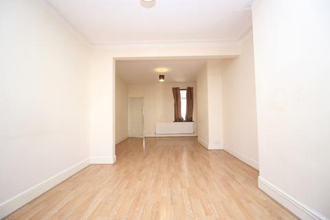 3 bedroom terraced house to rent - Hurst Road Erith DA8