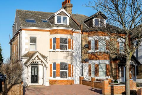 3 bedroom flat for sale - Copers Cope Road, Beckenham, BR3