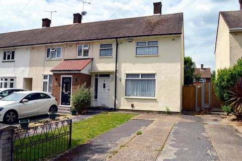 2 bedroom end of terrace house for sale - Cricklade Avenue, Romford