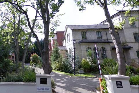 3 bedroom flat to rent - Ellerslie Court, Upper Park Road, Victoria Park, Manchester M14