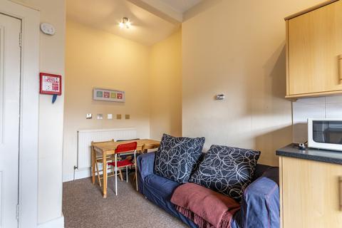 3 bedroom flat to rent - Edinburgh EH9