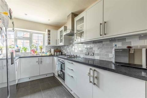 3 bedroom terraced house to rent - Micheldever Road, London