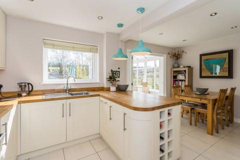 3 bedroom flat to rent - Holmesdale Road, London