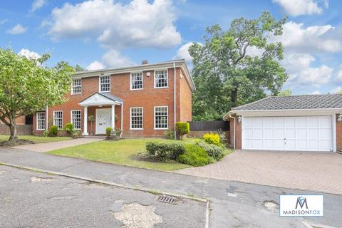 4 bedroom detached house for sale - Audleigh Place, Chigwell