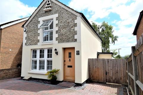3 bedroom detached house for sale - Woodstock Road, Rochester