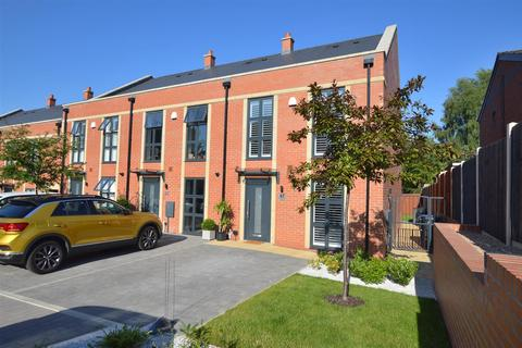4 bedroom townhouse for sale - Queen Mary Court, Off Duffield Road, Derby