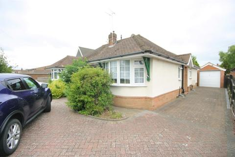 2 bedroom semi-detached bungalow for sale - Laburnum Grove, Luton