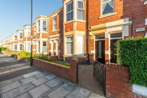 2 bedroom flat for sale - Warton Terrace, Heaton, Newcastle Upon Tyne