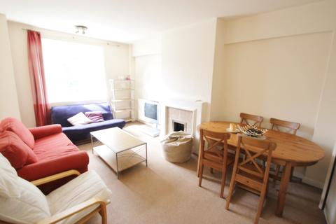 3 bedroom flat to rent - Latymer Court, Hammersmith Road, London, W6
