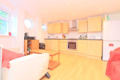 5 bedroom terraced house to rent - Carisbrooke Road, Brighton BN2