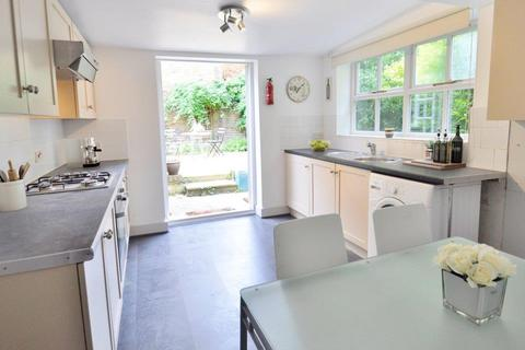 2 bedroom flat to rent - Iffley Road, London W6 0PD