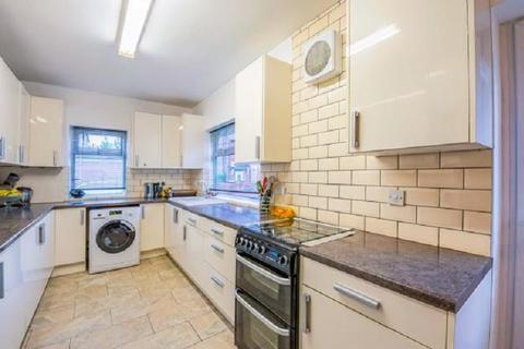 4 bedroom semi-detached house for sale - Antlers Hill, London, Greater London. E4