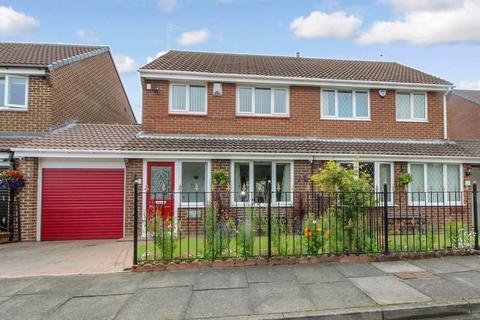 3 bedroom semi-detached house for sale - Burnham Close, Blyth
