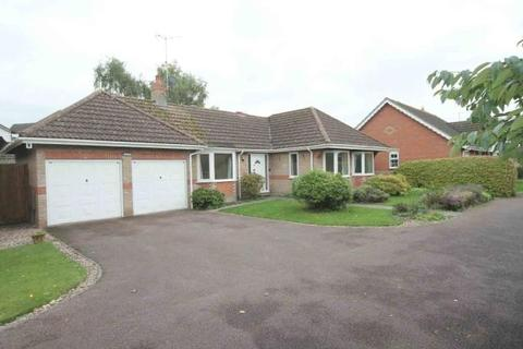 3 bedroom detached bungalow to rent - Hatley Drive , Burwell CB25