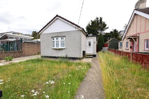 2 bedroom bungalow for sale - South Street, Rainham, Essex