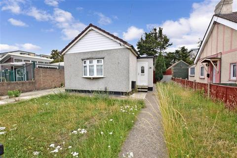 2 bedroom bungalow for sale - South Street, Rainham, Essex