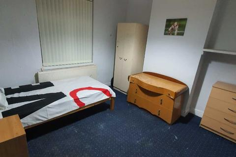 3 bedroom house share to rent - 3x Rooms Available in Moseley