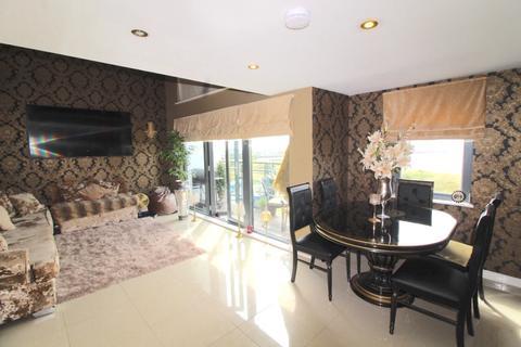 3 bedroom apartment for sale - St Margaret's Court, Maritime Quarter, Swansea, SA1 1RZ