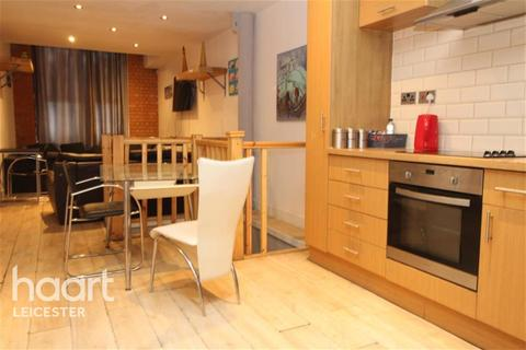 4 bedroom flat to rent - St Georges Mill