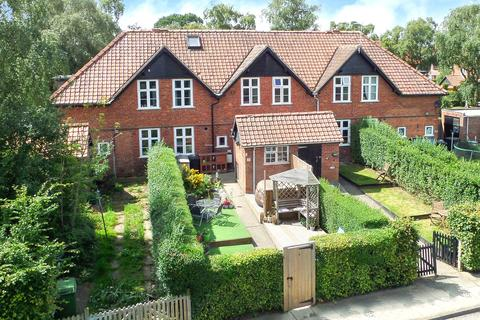 4 bedroom terraced house for sale - Chestnut Grove, New Earswick