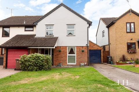 4 bedroom semi-detached house for sale - Sheppard Drive, Chelmsford