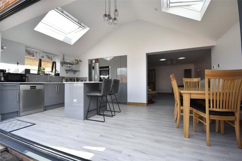 2 bedroom bungalow for sale - Wellbrook Road, Bishops Cleeve, Cheltenham, Gloucestershire, GL52
