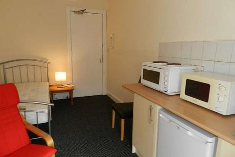 Studio to rent - Marywood Square, Shawlands